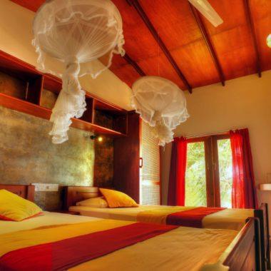 Zimmer mit Klimaanlage oder Dekenventilalto - Ypsylon Resort die idyllische Anlage auf Sri Lanka