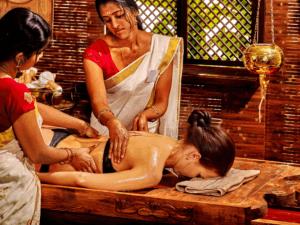 Ayurveda Spa Behandlung - Traditionsmassage mit etherischen Ölen